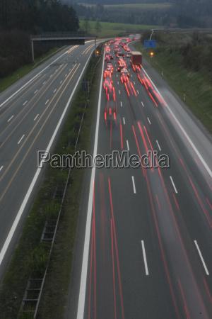 pericolo luce viaggiare traffico notte luci