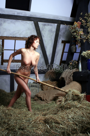 donna nudo marrone faccia sexy fienile