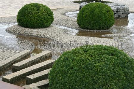 estate parco formenschnitt wasserspiel natursteine