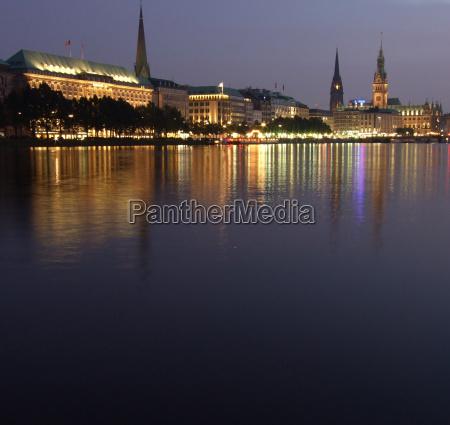 chiesa amburgo municipio alster jungfernstieg binnenalster