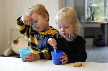 bere giovani bambino bambini comune maedchen