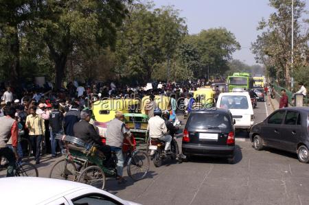 traffico giornaliero per le strade di