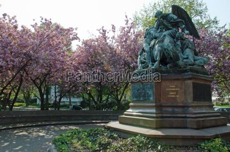 monumento albero parco statua fioritura amburgo