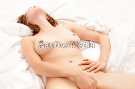 bella donna nuda amare se stessa