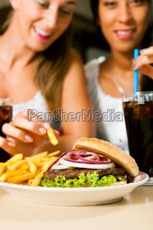 ristorante donna donne fast food hamburger