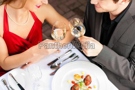 donna ristorante cibo pasto cena coppia