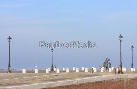 monumento porto lanterna porti banchina molo