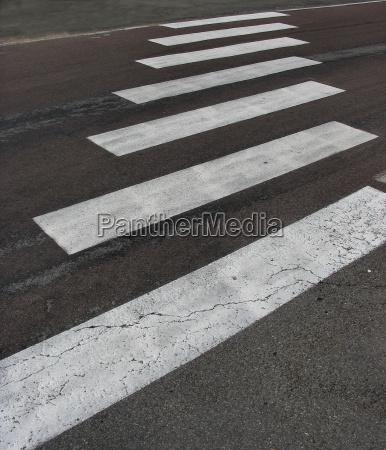 traffico asfalto marcatura pedonale strisce pedonali