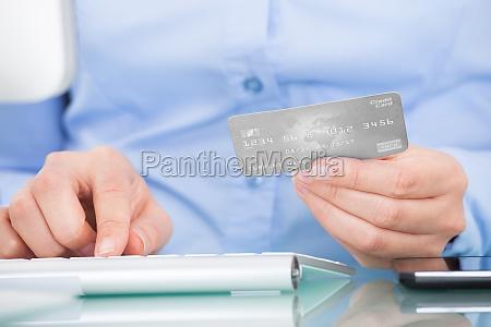 persona azienda carta di credito usare