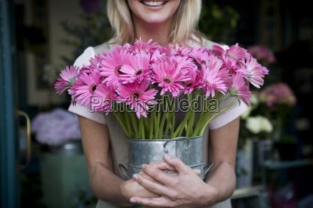 donna risata sorrisi avoro enorme giardino