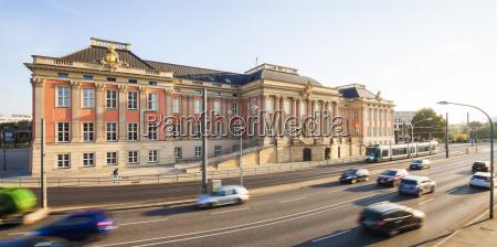 deutschlandbrandeburgopotsdamstadtschlossbrandenburgischer landtagbreite strasseautosverkehr