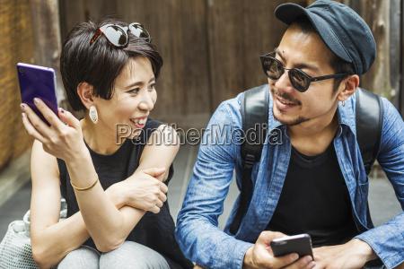 telefono risata sorrisi donna donne uomini
