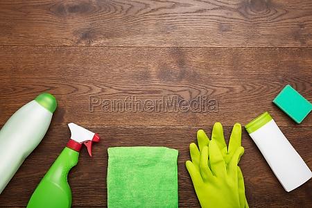 prodotto e attrezzo per la pulizia