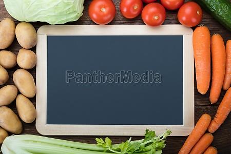 slate in bianco con le verdure