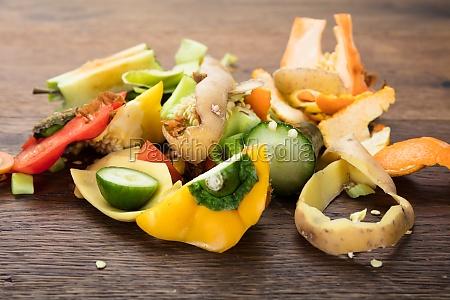 verdure e frutta peeling sulla tavola