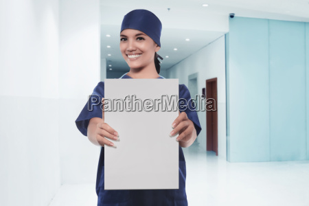 dottore medico donna blu risata sorrisi